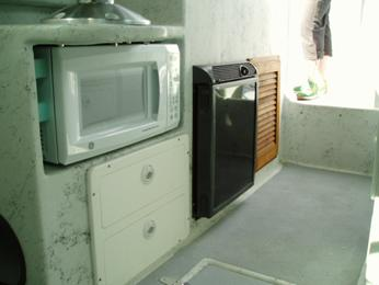 Microwave & Fridge