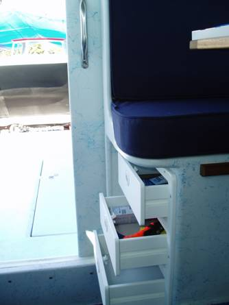 Drawers under aft dinette seat